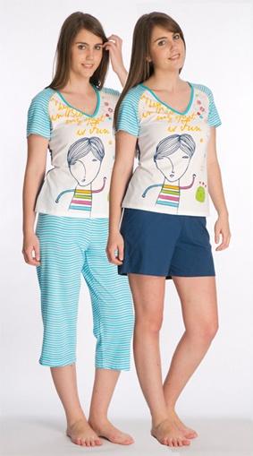 Pijama de tres piezas: camiseta + pantalón pirata + pantalón corto. 59€ www.pespunttesmodaintima.es