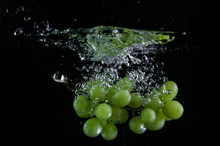Free image: Grapes Thrown in Water
