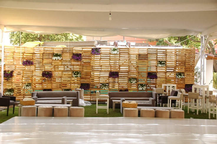 Celos a de huacales de madera jard n vertical pinterest - Jardines decorados con madera ...