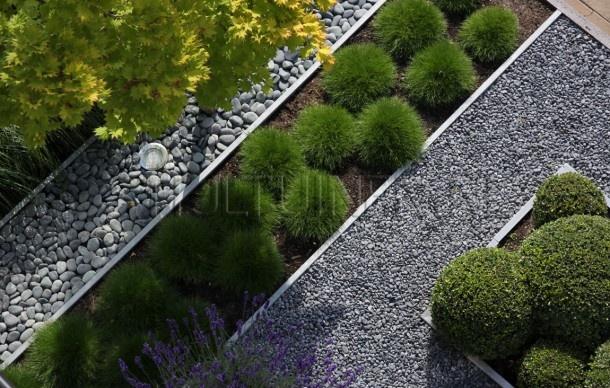 mooie vlakverdeling, beplanting en grind