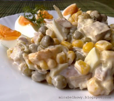Salatka z wedzonym kurczakiem i jajkami