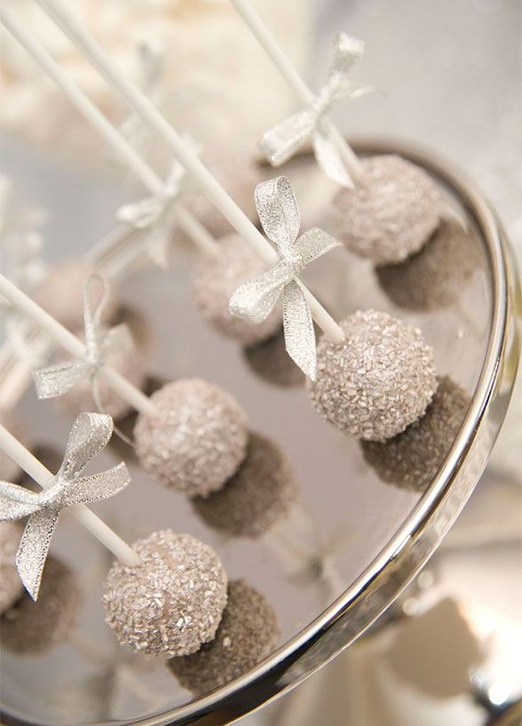 From glitzy gold to shinning silver, adding a little twinkle to your sweets is a sure way to have them standout. Glitter cake pops