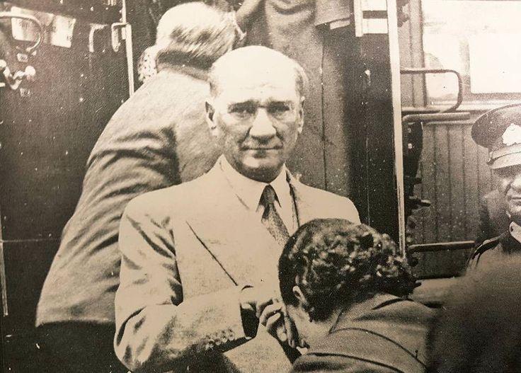 Bize özgürlüğümüzü armağan edeli 93 yıl oldu. Ellerinden öperiz Atam. #Cumhuriyet #Atatürk #Freedom