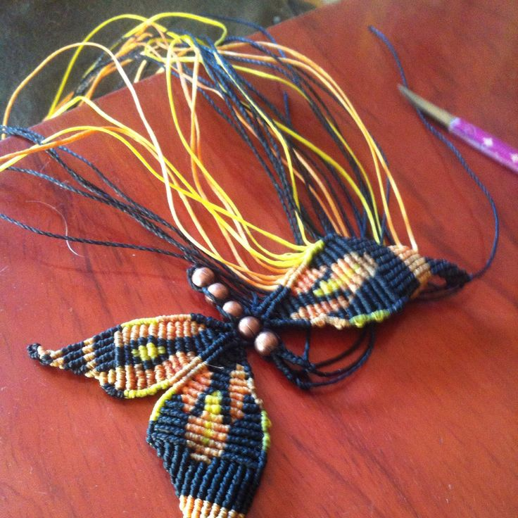 Mariposa Monarca hecha en macramé