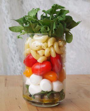 カプレーゼとマカロニのサラダ