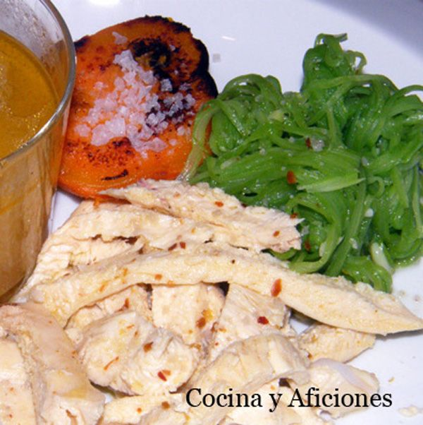 0 - pollo hervido con espaguetis de judas verdes y batata 111 (Boiled chicken with green bean spaghetti and sweet potato)