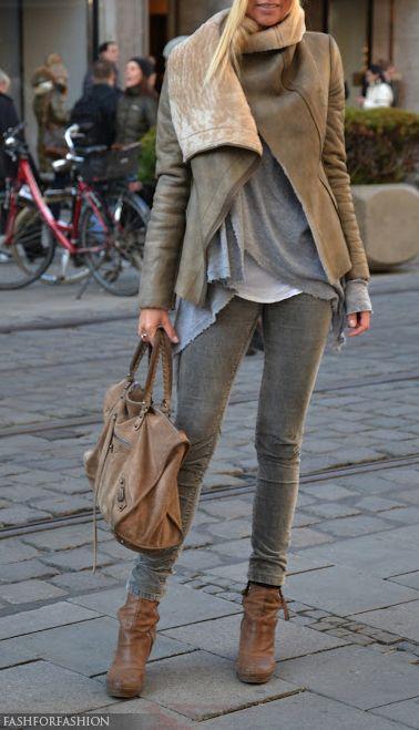 Skinny kaki clair +veste beige+ boots brunes et tshirt gris.