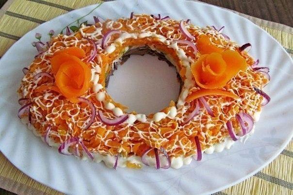 Салат «Восхищение» -3 морковки -3 луковицы -сердце 500 гр -3 маринованных огурца -12 ст. л. кукурузы консервированной -3 ч л. подсолнечного масла -10 ч.л. легкого майонеза. Морковку нарезаем соломкой, лук нарезать мелкими кубиками. Все посолить и обжарить на растительном масле. Отвариваем сердце и нарезаем мелкой соломкой. Огурцы нарезаем кубиками. Все смешиваем и заправляем майонезом.