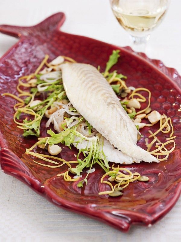 Baked turbot with onion and nut salad