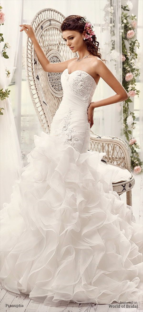 Dress glamorous bride strapless pleated organza neckline with beading heart shaped silver skirt waterfall ruffles for a magical effect, with back lacing.