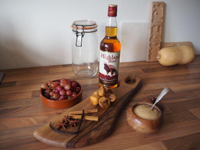 Winterse Whisky, leuk als cadeau of lekker voor jezelf. #whisky #homemade #winter #foodie #yum #drink #gift #persoonlijk #cadeau #kerst #herfst #diy #recept