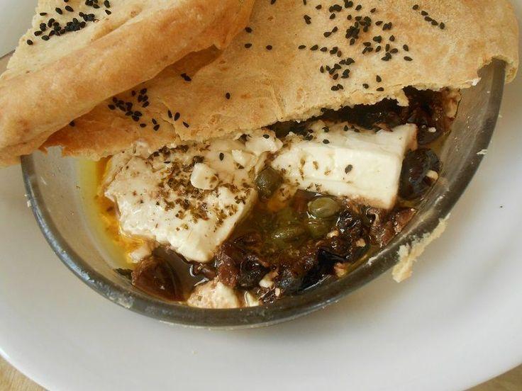 Σκεπαστή πικάντικη φέτα - http://www.zannetcooks.com/recipe/skepastipikantikifeta/