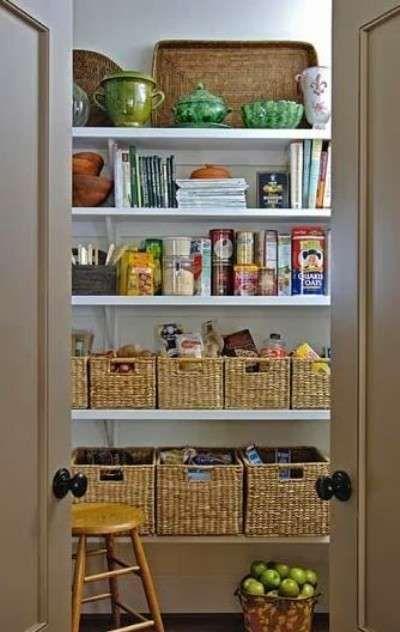 Le idee per organizzare al meglio la dispensa della cucina sono davvero tantissime! In commercio esistono svariate soluzioni salvaspazio che permettono di ottimizzare e di incrementare la capienza della propria dispensa. Mobili contenitori, mensole, divisori e contenitori per alimenti sono tutte valide alternative da valutare a seconda dello spazio a disposizione. Fondamentale è anche la suddivisione degli alimenti per tipologia e l'impiego di barattoli e altri contenitori.