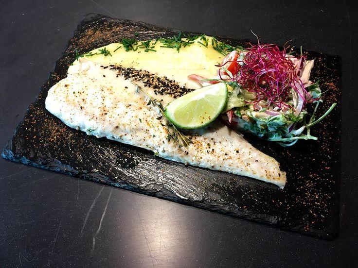 Nikoho nebaví jesť stále to isté dookola. Preto sa snažíme byť pri tvorbe nových receptov čo najkreatívnejší. #fish #filet #fresh #lime #sushi #edokin #edokinsushi #sushilovers #food #slovakia #bratislava