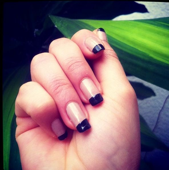Nail art: withe polish is so fresh, delicate and simple. Perfect ...