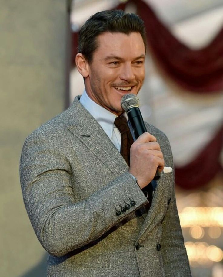 """Luke Evans singing """"Be Our Guest"""""""