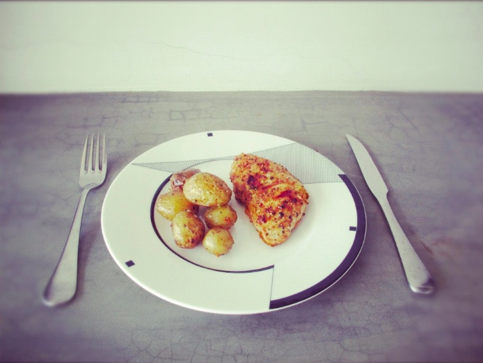 today's lunch! grilled chicken and baby baked potatoes. :) tasty