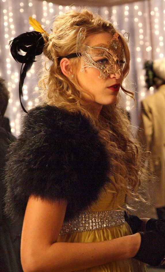 "Gossip Girl Season 1 Episode 6 - The Handmaiden's Tale (the ""Gattina"" mask)"
