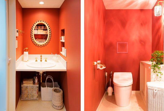 洗面室&トイレは、明るいオレンジの壁色に上品な小物使いでまとめられています