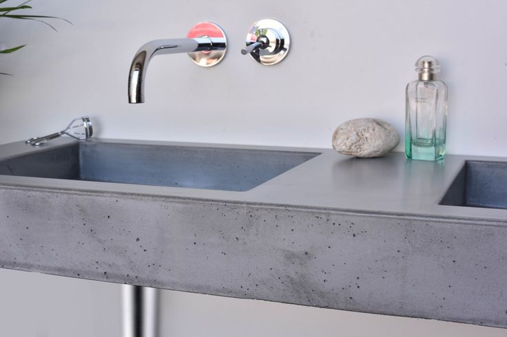 Concrete washbasin Gravelli Slant 07 Double in grey variant.