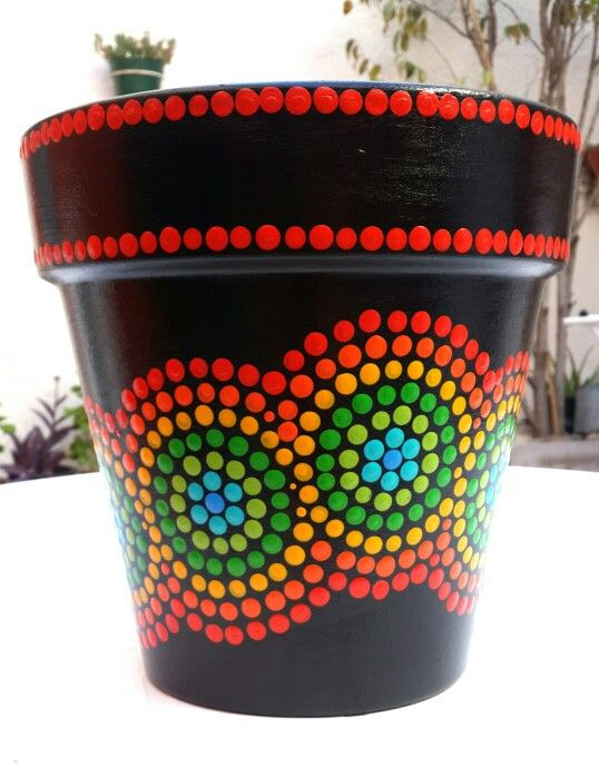 Black. Hand painted flowerpots. Negro. Macetas pintadas a mano. Facebook: A'cha Pots. achapots@hotmail.com