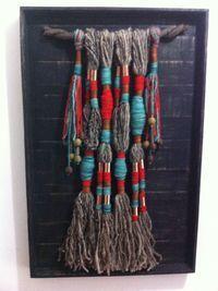 Cuelgas de lana natural, caña de azucar y cobre.