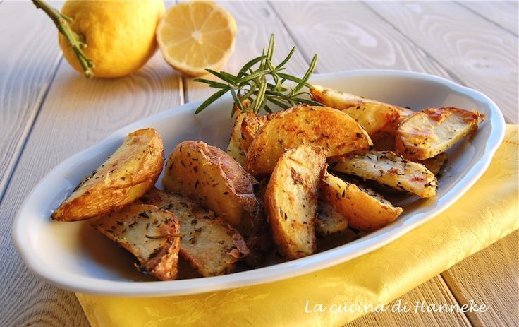 Ho fatto delle patate aromatiche al limone! Queste patate sono un'esplosione di profumi e sapori e si preparano in meno di mezz'ora!