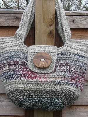 Free Crochet Pattern! The 'Pipistrelle' handbag. I finally got around to writing out the pattern, and here is it, free. I really hope you like it (and my brand new blog) xxxxx