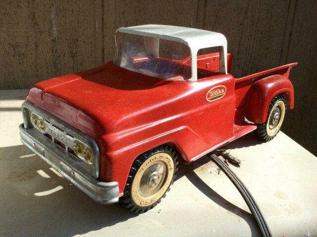 Vintage Toy Trucks Part - 35: My Daddyu0027s Old Metal Tonka Truck