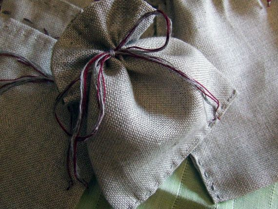 Bags for packing Christmas gifts in linen raw, natural color, entirely hand-topstitched with linen thread ton sur ton, the same yarn is used for closure bag, with the addition of dark red embroidery floss.  Size of the pouches in the images: Small approximately cm10x cm11 Big approximately 11.5 cm x 16 cm  Proceeds on order (contact private) in the amount and / or size request.  Handmade creations, any imperfections depend on manual processing.  Here sale in pairs (a big bag + small).