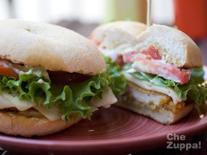 Panino con la cotoletta! http://www.chezuppa.it/recipes/view/panino-con-la-cotoletta #forzapanino #cotoletta #pollo #insalata #sandwich #bocadillo #merenda #pranzo #ricette #recipes #fettinepanate