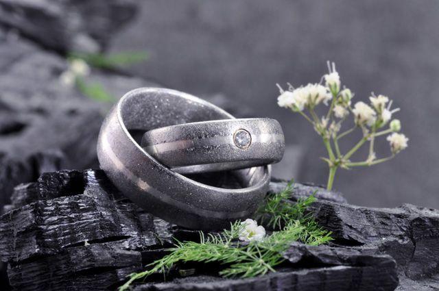 Eheringe veredelt mit eigenen Essenzen: nahe Chur -> http://elfenmetall.ch/chur/ Für die romantische und liebevolle Heirat.