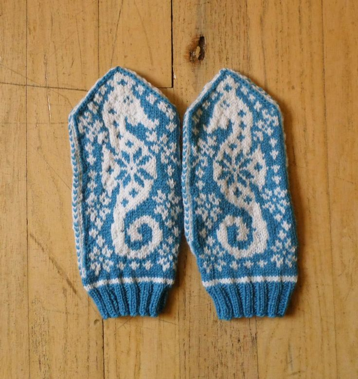 Nautical Christmas Mittens | SaltyCrafts
