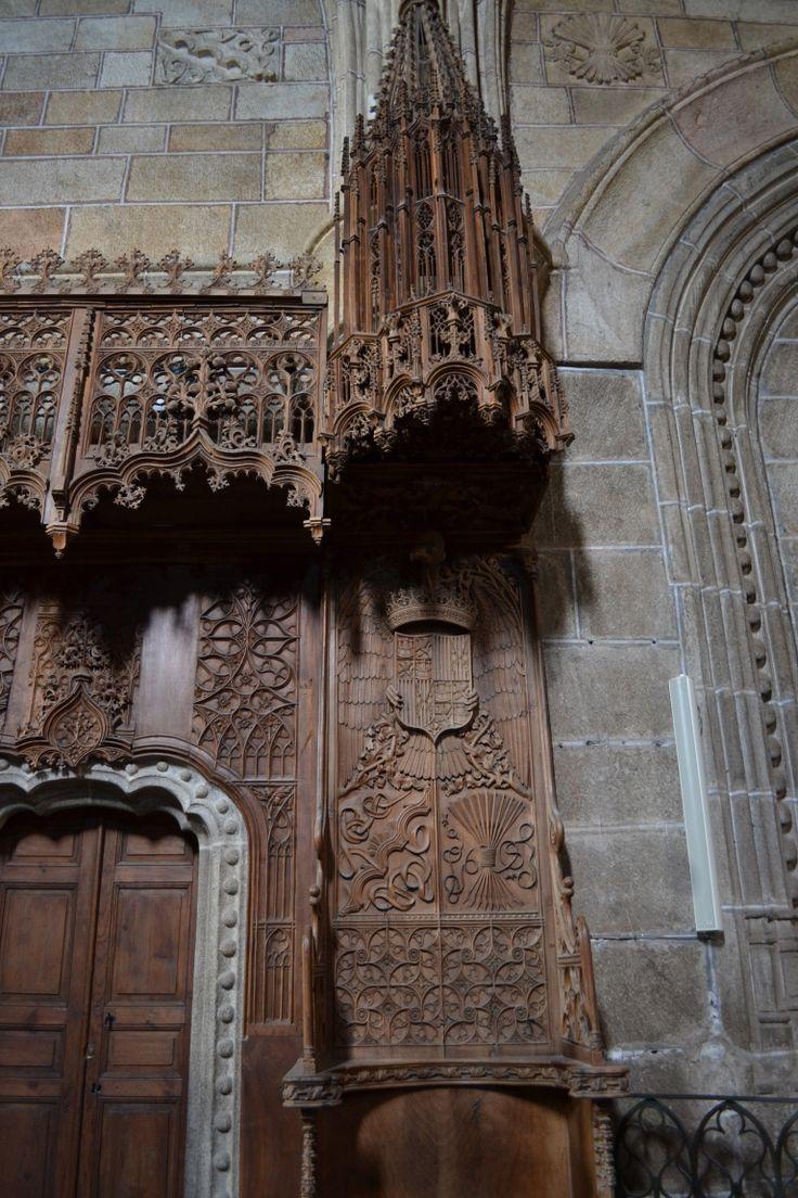Silla de Isabel la Católica en el coro del Real Monasterio de Santo Tomás (Ávila)
