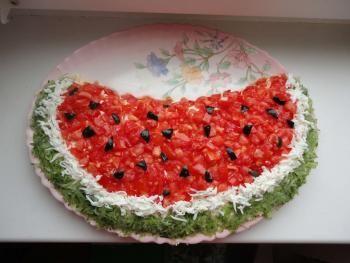 Красивый праздничный салат из кальмаров