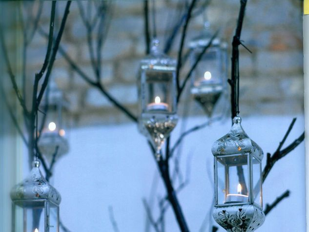 12 lanterne per illuminare casa - Atmosfera di casa - Donna Moderna.  GIARDINO INCANTATO Una serata speciale, da illuminare con tante lanterne posizionate su un ramo. Tocchi di dolcezza nella notte.