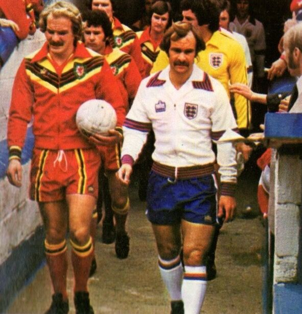 Wales 1 England 3 in May 1978 at Ninian Park. Terry Yorath and Mick Mills lead the teams out in Cardiff #HomeChamp