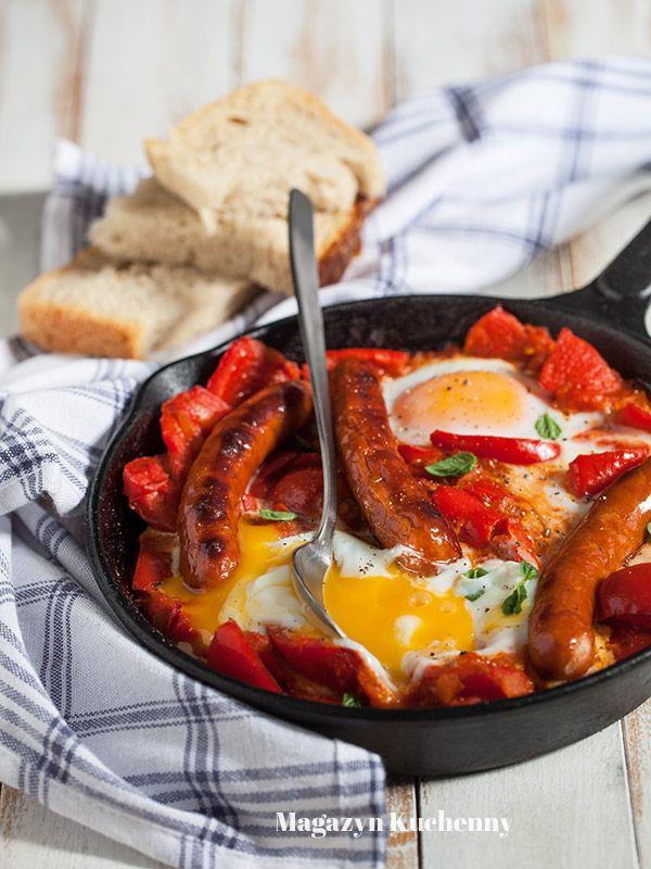 Eggs in tomato and bell pepper sauce | Zapiekane jajka w pomidorach z papryką