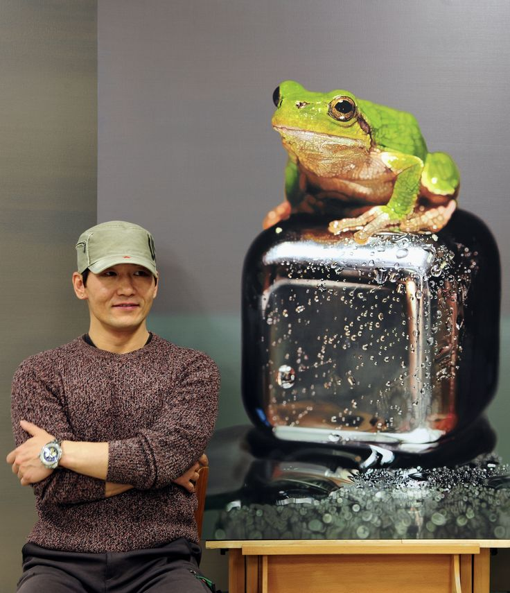 Progress^^🐸 #김영성 #극사실 #물고기 #개구리 #달팽이 #극사실주의 #현대미술 #ykim #YoungsungKim #Hyperrealism #hyperrealistic #oil #painting #drawing #contemporaryart #art #handpainted #environment #frog #snail #insect #goldfish #animal #sculpture #museum #artgallery #gecko #progress #cube #smile