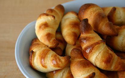 Mini croissant per la colazione, ricetta light - I croissant sono un elemento fondamentale per la colazione di molte persone. Questa ricetta è studiata apposta per chi segue una dieta ipocalorica e non vuole rinunciare ad una colazione ricca e gustosa.