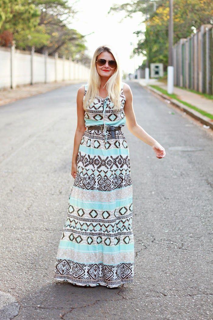 Преимущественно платья в стиле бохо длинные. Они сшиты фасонами солнца и полусолнца и расцветкой напоминают цыганские пестрые наряды