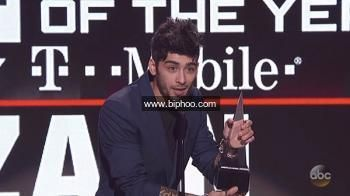 Zayn Malik Disses One Direction While Accepting First Solo Ama Win — Ouch http://www.biphoo.com/celebrity/zayn-malik/news/zayn-malik-disses-one-direction-while-accepting-first-solo-ama-win-ouch