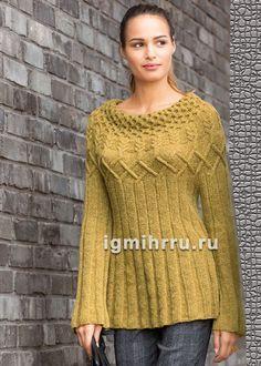Удлиненный шерстяной пуловер с круглой узорчатой кокеткой. Вязание спицами