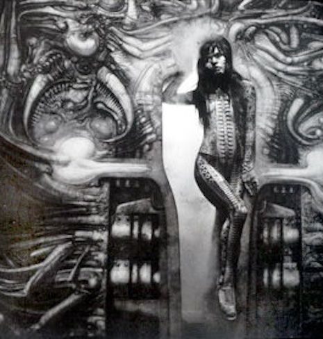 H.R. Giger body paints Debbie Harry for album cover and video—behind the scenes | Dangerous Minds