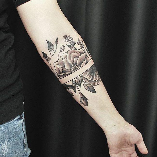 die besten 25 armband tattoos ideen auf pinterest tinte armband tattoo und armband tattoos. Black Bedroom Furniture Sets. Home Design Ideas
