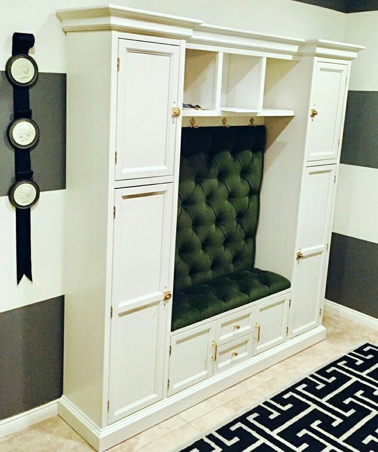 Custom entryway seating tufted back and cushion green velvet