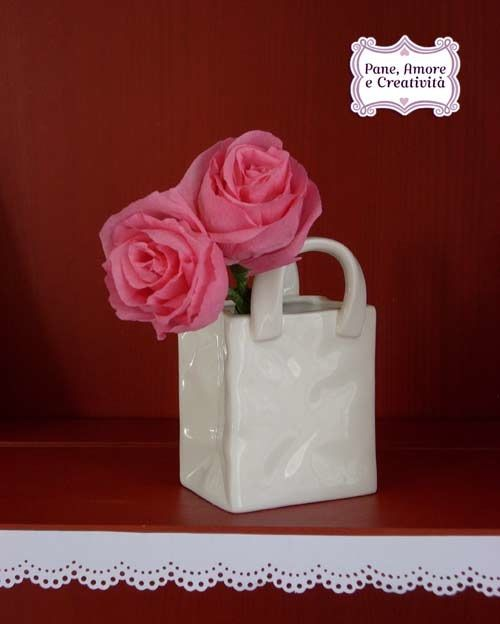 tutorial in Italian. Realistic looking crepe paper roses
