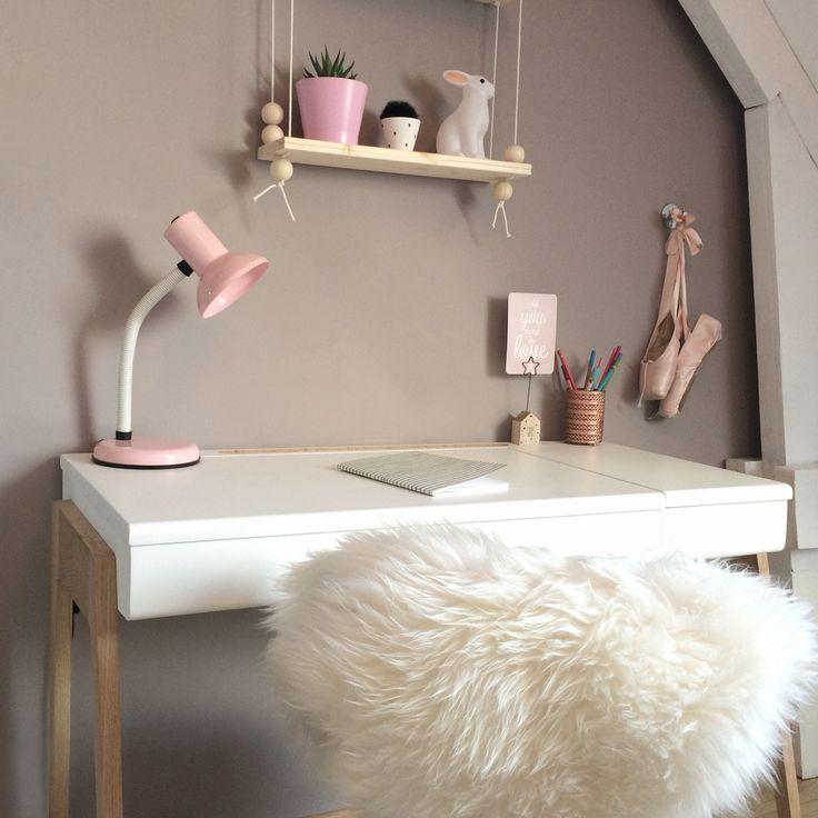 Bureau junior My Great Pupitre dans la jolie chambre de Charlotte. #bureau #chene #blanc