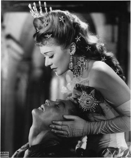 Photo Voinquel Raymond (1912-1994) LAigle à deux têtes de Jean Cocteau (1947).Jean Marais dans le rôle de Stanislas et Edwige Feuillère dans le rôle de la reine. 1947