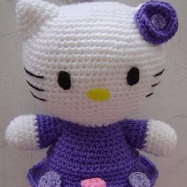 Free Hello Kitty Amigurumi Pattern http://wixxl.com/free-hello-kitty-amigurumi-pattern-2/
